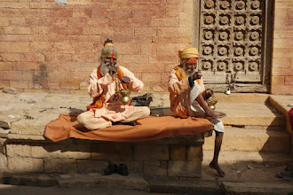 Photo: gurus for money (tourist attraction in front of the jodhpur temple) ~ http://jarogruber.blogspot.de/2016/02/northern-india.html
