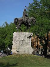 Photo: Szent István király lovasszobra, alkotói Kiss Jenő Ferenc és Györfi Lajos