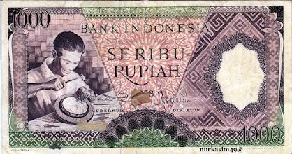 Photo: Uang kertas Rp 1000 Republik Indonesia tahun  1958 yang dipotong nilainya (senering) dari Rp 1000 menjadi Rp 1. http://nurkasim49.blogspot.com/2011/12/v.html