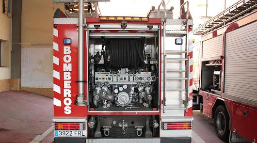 Un hombre y un menor afectados tras inhalar humo en el incendio de un cortijo