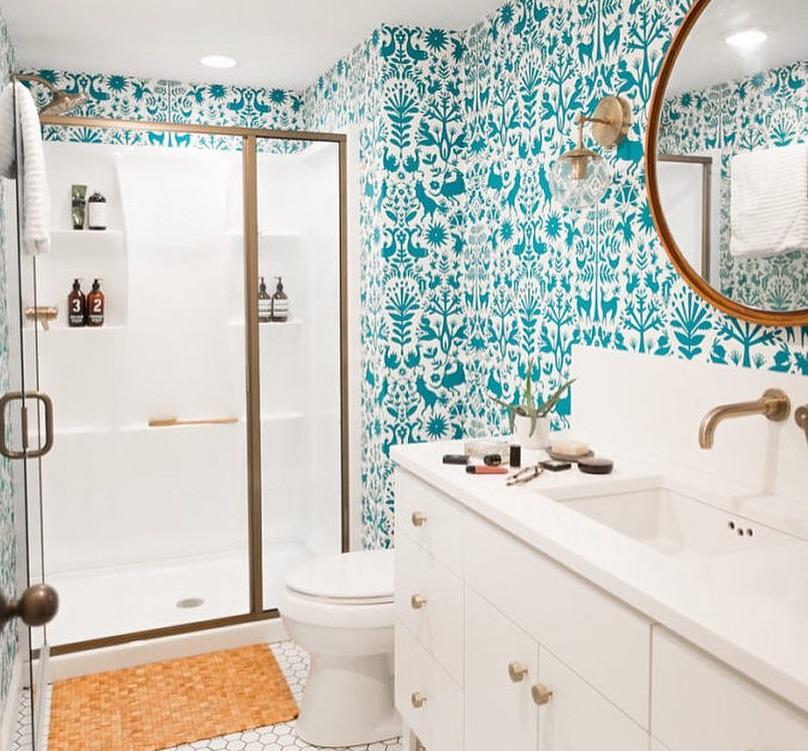 Do łazienki należy wybrać tapetę odporną na wilgoć