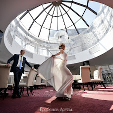 Wedding photographer Artem Grebenev (Grebenev). Photo of 21.12.2016