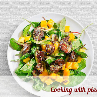 Salad With Mango And Chicken Liver