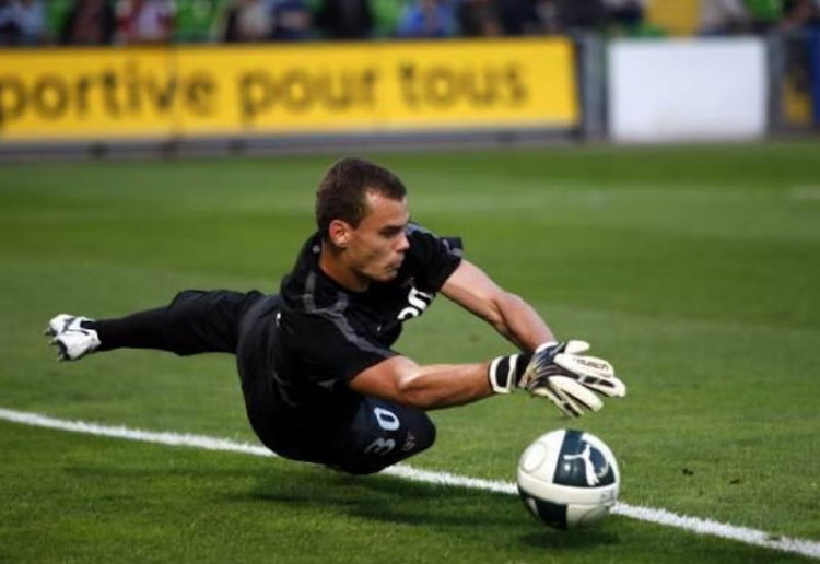 Orlando Pirates sign French goalkeeper on a three-year deal