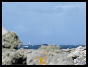 Photo: Tout au fond, le phare d'Armen
