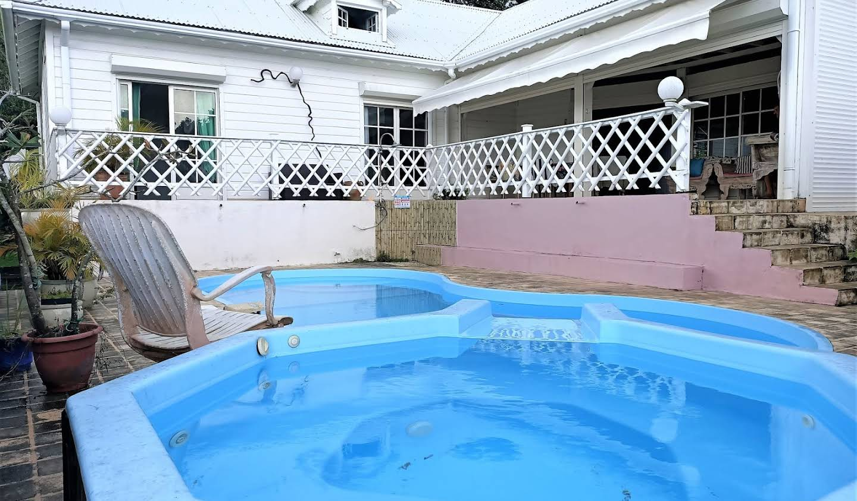Maison avec piscine Sainte rose