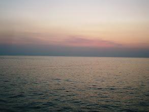 Photo: 「スーパーべたナギ」 ・・気持ちいい朝です。 釣れますように・・。