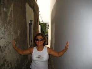 Photo: Stromboli sokakları işte bu kadar.  Streets of Stromboli: this narrow.