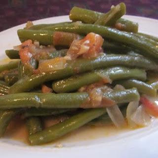 Loubieh Bi Zait – Lebanese stewed green beans