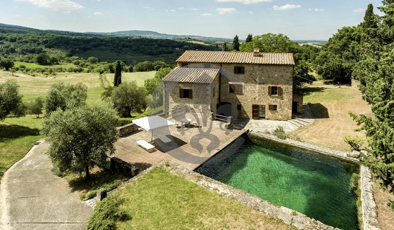 Corps de ferme avec jardin et piscine Sarteano