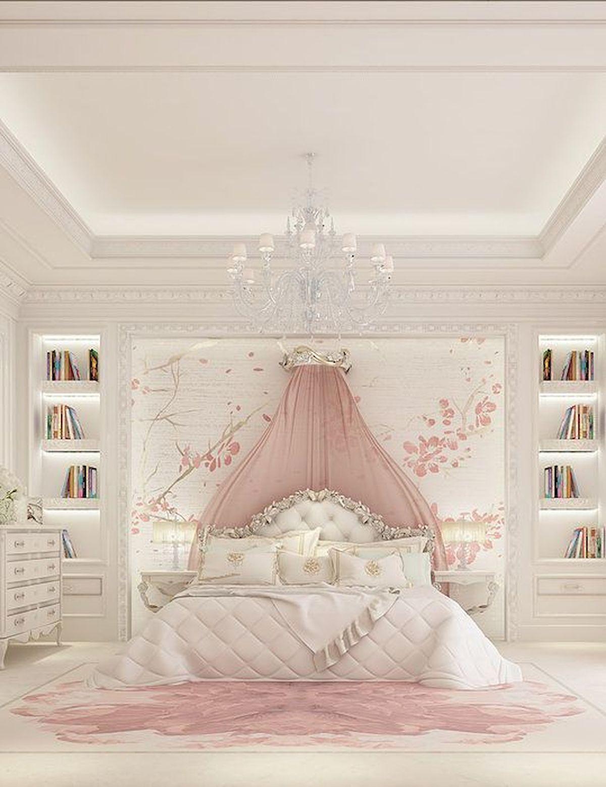 Phòng ngủ được trang bị thêm kệ sách