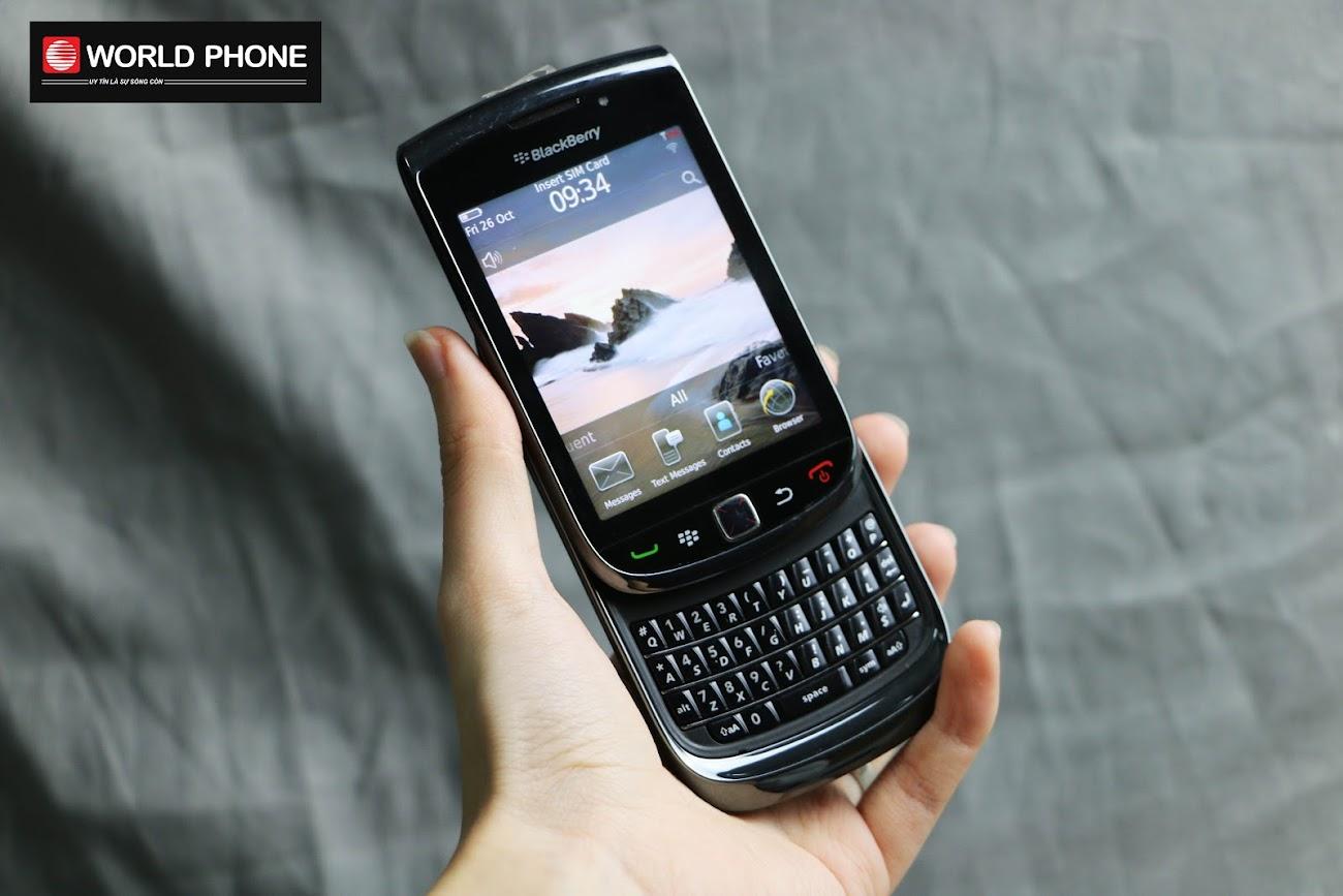 BlackBerry 9800 với thiết kế nắp trượt lạ mắt nhưng vẫn đậm chất Dâu Đen