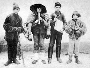 Photo: Węgierscy kolędnicy - Regösök (Garabonc, Zala m., 1899) - fot. Magyar Néprajzilexikon