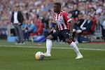 PSV trapt niet in dezelfde val als AZ en Feyenoord en maakt deel uit van stevige tros leiders