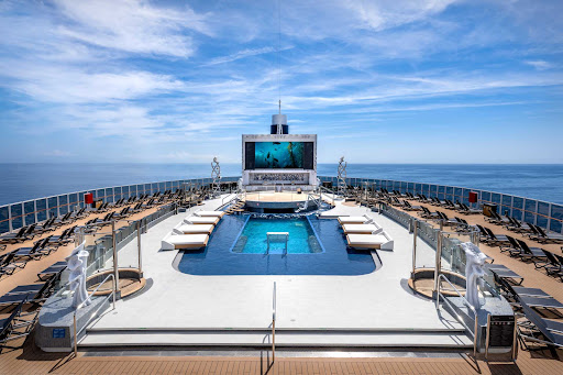 msc-seashore-Long-Island-Pool.jpg - There's room for 300 at the Long Island Pool on deck 18 of MSC Seashore.