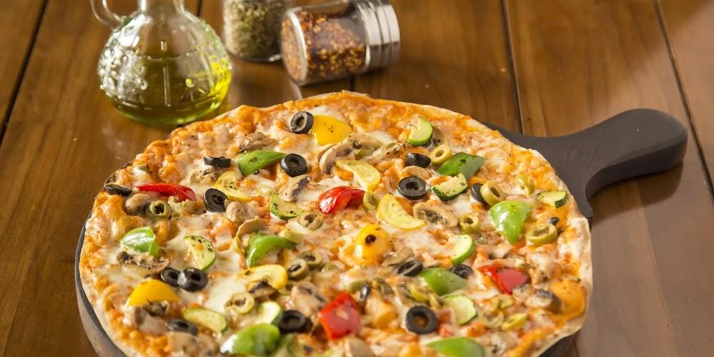pizza-restaurants-gurgaon-delhi-fat-lulus-cafe-and-bar-image