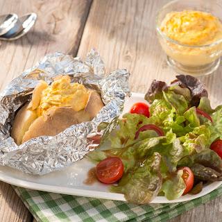 Grillkartoffel mit würzigem Curry-Mango-Kichererbsen-Dip