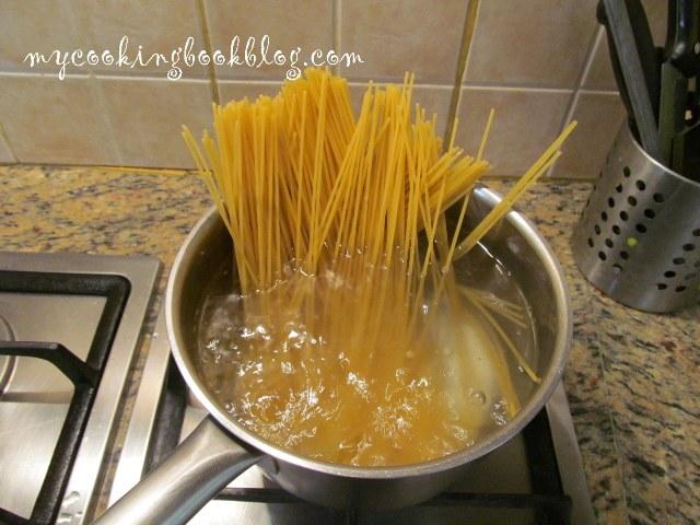 Спагети с масло (олио) и чеснов лук