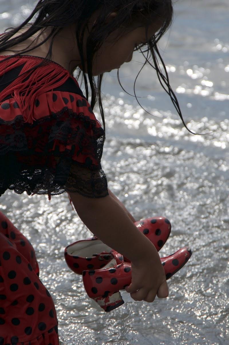 Bambina Gitana a Saintes Marie de la Mer di Danni