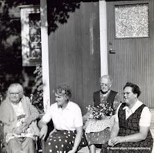 """Photo: Bäckhaga 1957. Fr v Judit Jansson, Hilma Karlsson, Anna Karlsson (Tallskogs-Anna) Berta Persson. Berta Persson var """"mattant"""" i Vasselhyttans skola"""