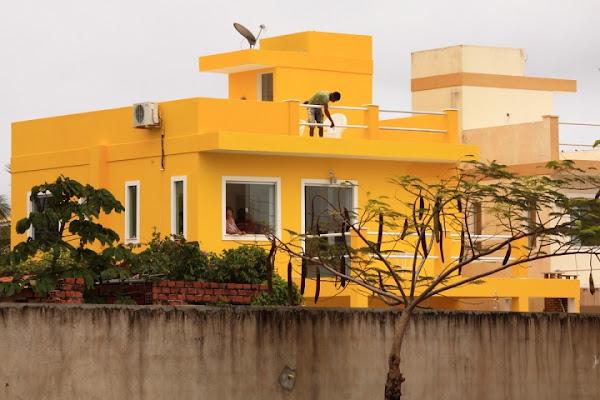 Una casa gialla di Foto Brasil