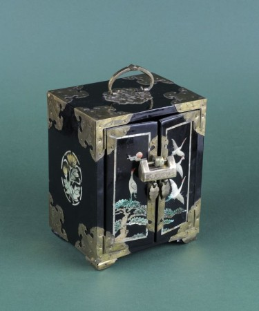 Znalezione obrazy dla zapytania szkatułka z laki