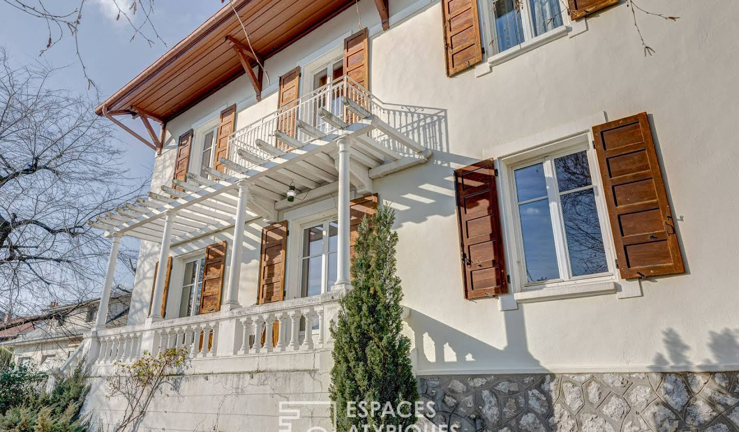 House with terrace Chambery