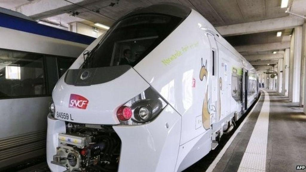 Two thousand new French trains 'too fat for railway' - BBC News