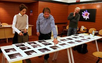 Photo: Laura MARCOLINI legge il portfolio di Marko VOGRIC