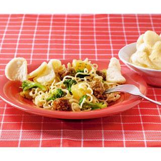 Woknoedels Met Runderworstjes En Broccoli