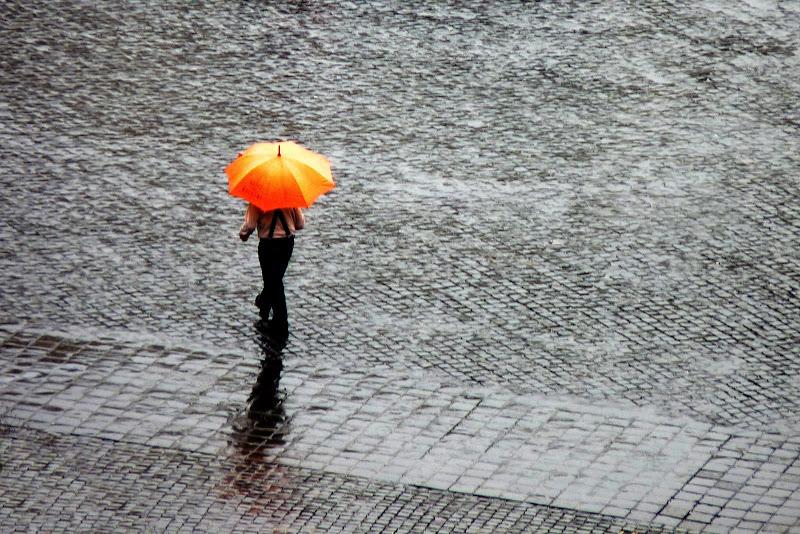 Walking in the rain di Justinawind