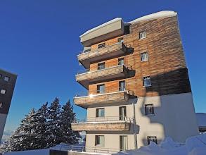Photo: Vue sur 1 bâtiment de la résidence sous le soleil d'hiver