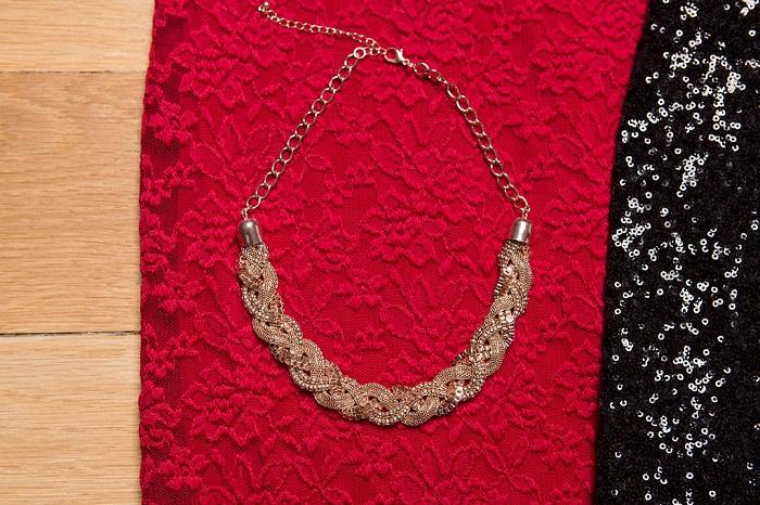 Statement twist chain necklace