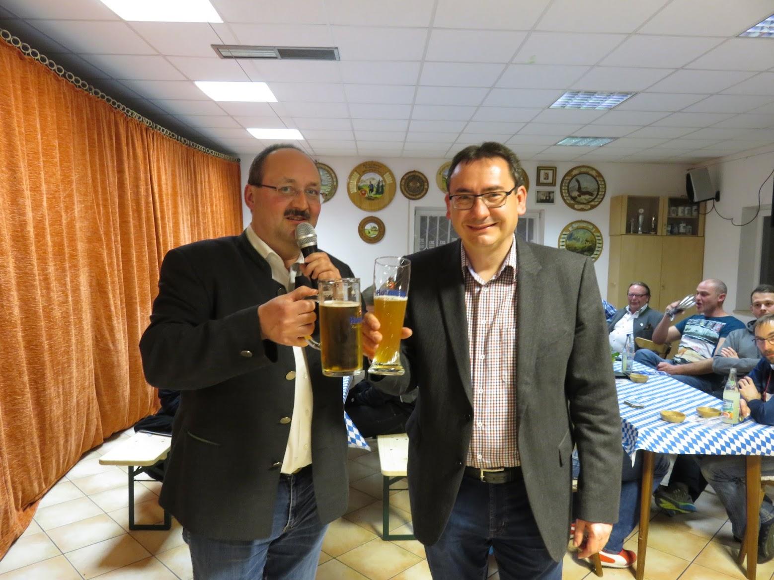 Geschäftsführer Hofmühl Stephan Emslander und Vorstand des SVW´s Roland Müller