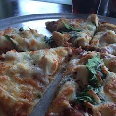 Chicken, garlic & spinach 🍕