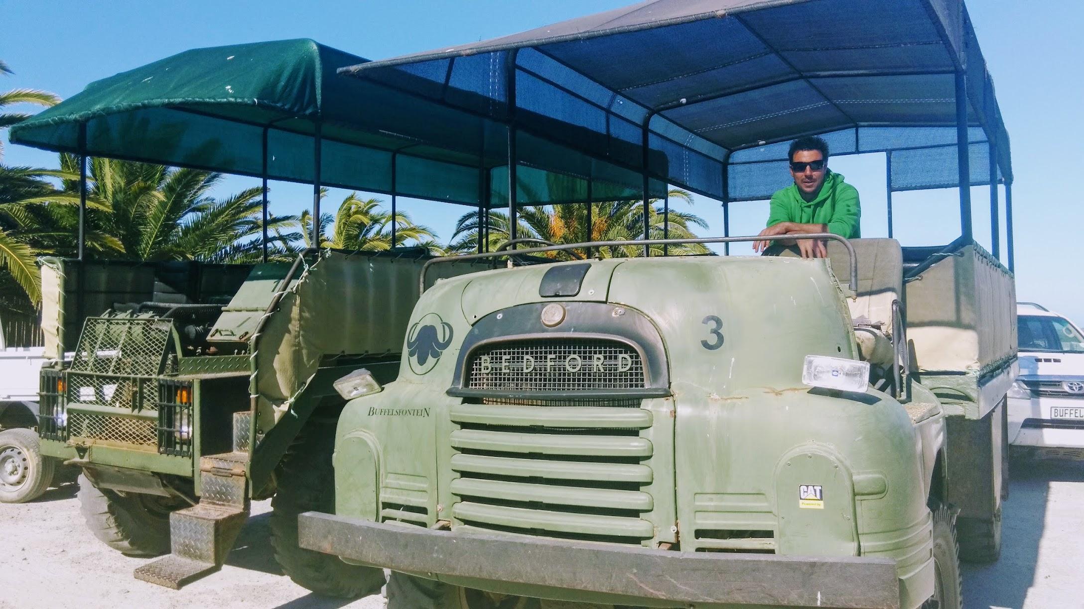 alte Armee-Trucks/Panzer