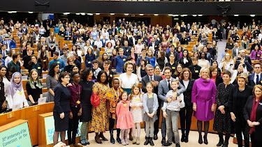Foto de familia tras la conferencia celebrada en el Parlamento Europeo. (Foto: @EP_President)