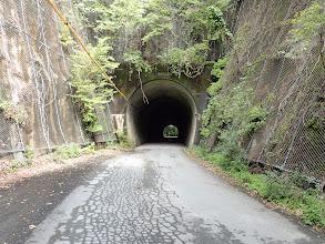 トンネルの反対側から取り付く