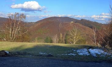 Photo: links: Feuersteinberg (507m), Gelber Berg mit Rudolfshöhe (475m) hinter den Birken, Drüberschauer Jubiläumswarte (449m) und Satzberg (435m); Roppersberg (511m) mit 'eingebautem' Brandberg (434m); ganz rechts: Kaltbründlberg (608m)