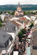"""Photo: Sinziger Innenstadt anlässlich des Stadtfestes """"Sprudelndes Sinzig"""" 2003 Quelle: Transferred from de.wikipedia,  Urheber : Günter Ruch"""