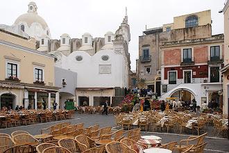 Photo: Die Piazzetta di Capri (offizielle Piazza Umberto I) ist ein hübscher kleiner Platz im Herzen Capris