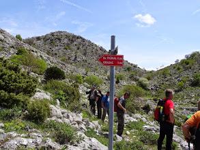 Photo: na prijevoju manja grupica odustaje od daljnjeg sat vremena uspona