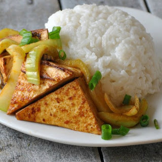 Spicy Sriracha Tofu With Coconut Rice [Vegan]