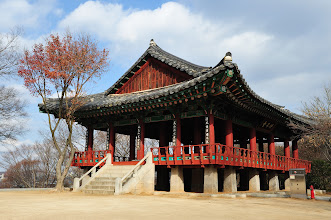 Photo: Omokae - a provincial monument - is well known as the place where Seonggae Lee, the founding king of Joseon dynasty threw banquet with a number of his relatives while visiting this place where his ancestors lived, on his way back after defeating Japanese pirates at Hwangsan of Namwon in 1380.