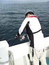 """Photo: ダークホース""""ヤマグチさん""""ヒーット!・・・ああっ! 水面でバレたー。"""