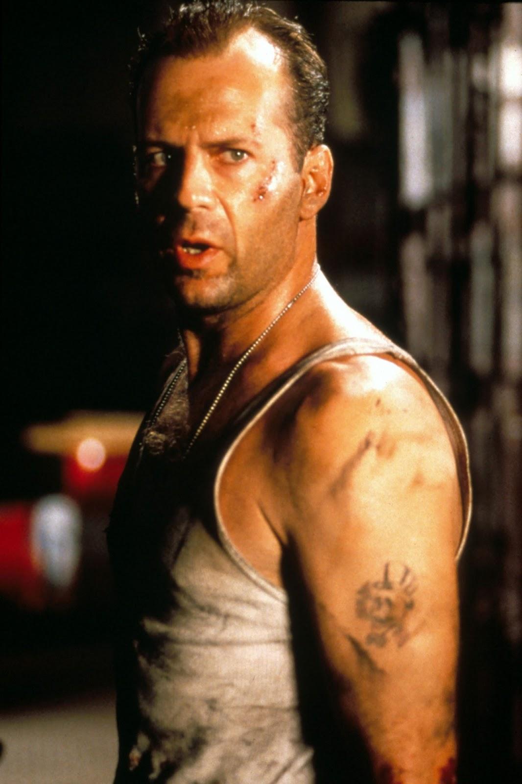 "Bruce Willis เดินทางมาพบช่างสักยอดฝีมือ จากนิวยอร์กซิตี้กับร้าน "" East Side Ink "" 02"