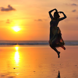 Jumpin Sunset by Mac Evanz - People Portraits of Women ( bali )
