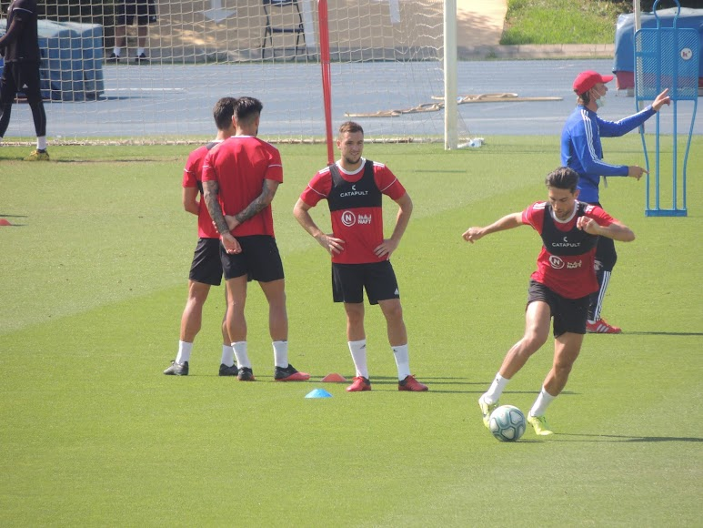 Juan Ibiza con el balón.