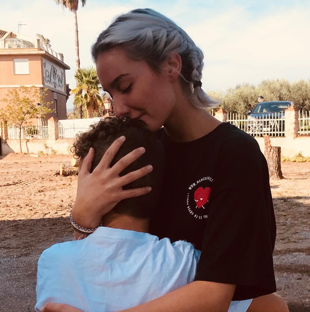Voluntaria de Mamás en acción