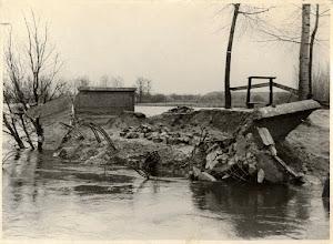 Photo: 1944 Oorlogsschade aan de Effensebrug.